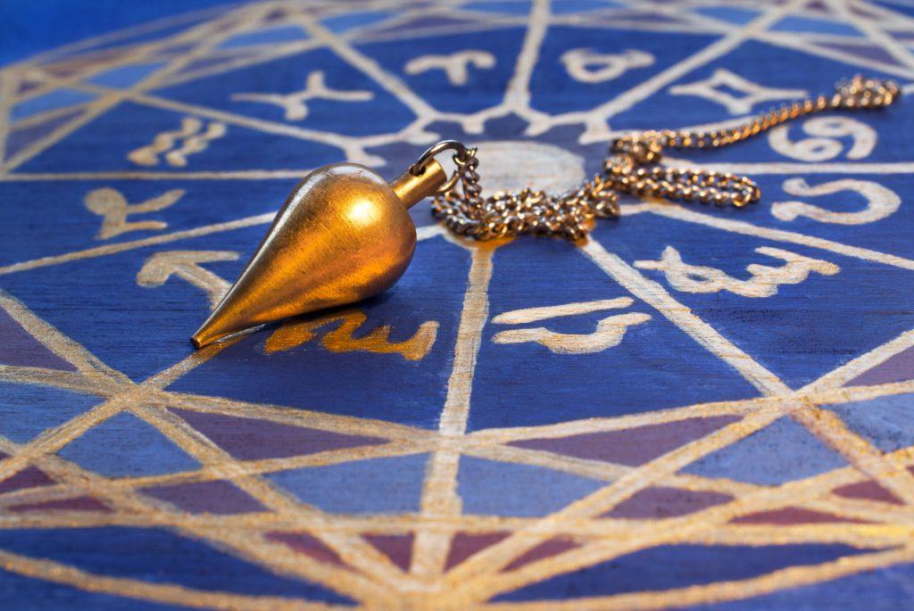 perles pierres monts & merveilles pendule alchimie contes et magie