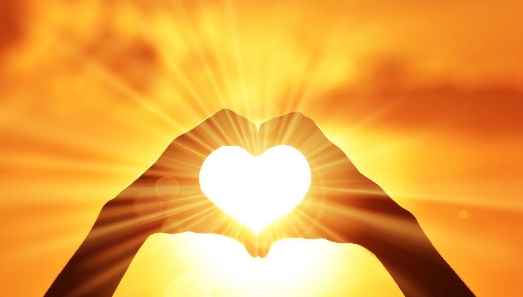 coeur soleil doigts perles pierres monts & merveilles